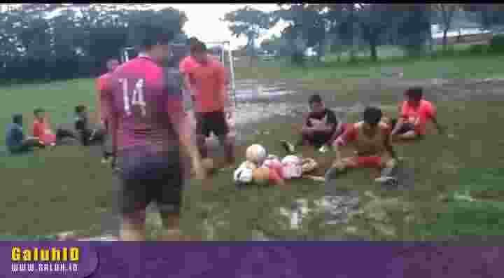lapang sepakbola di Banjarsari